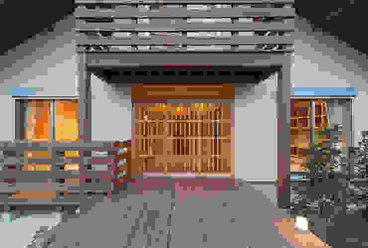 アプローチ クラシカルな 家 の 中飯賀業建築研究所 クラシック