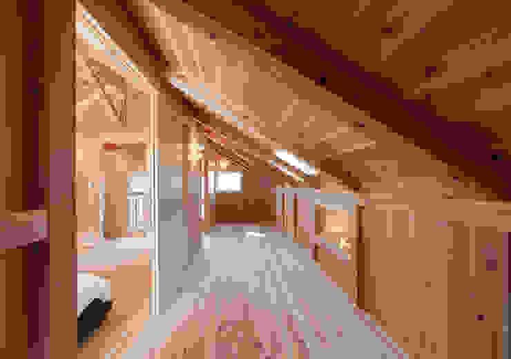 石井の住宅 オリジナルデザインの 子供部屋 の 中飯賀業建築研究所 オリジナル
