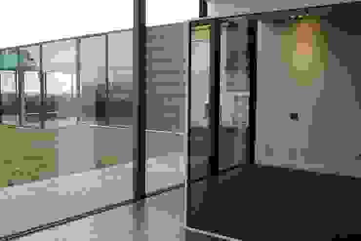 Modern home by Alberto Craveiro, Arquitecto Modern