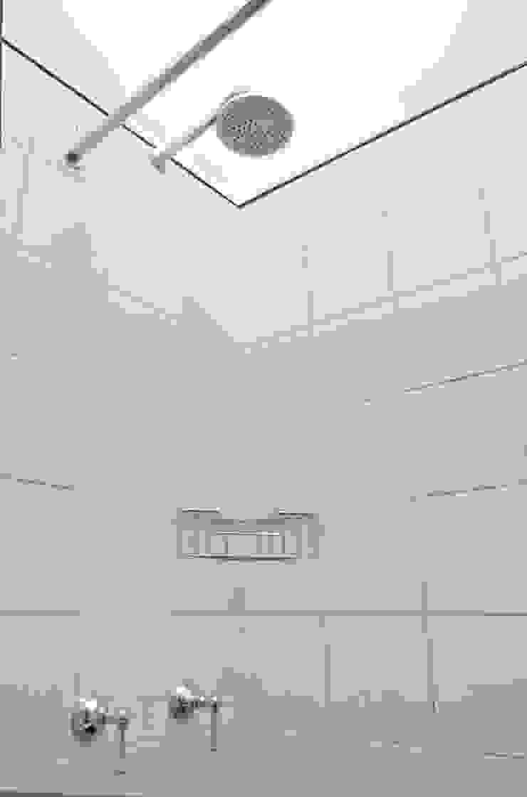 GUTMAN+LEHRER ARQUITECTAS Modern bathroom