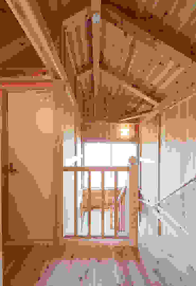 石井の住宅 オリジナルスタイルの 玄関&廊下&階段 の 中飯賀業建築研究所 オリジナル