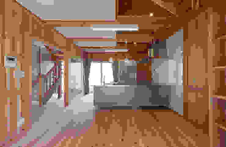 石井の住宅 オリジナルデザインの リビング の 中飯賀業建築研究所 オリジナル