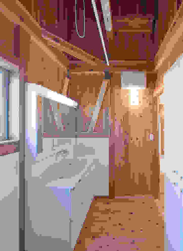 石井の住宅 オリジナルデザインの ドレッシングルーム の 中飯賀業建築研究所 オリジナル