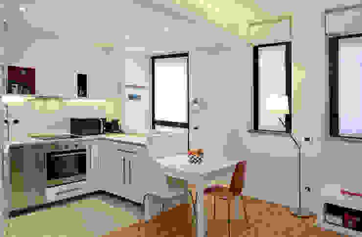 L' ANGOLO CUCINA ROBERTA DANISI architetto Cucina moderna Bianco