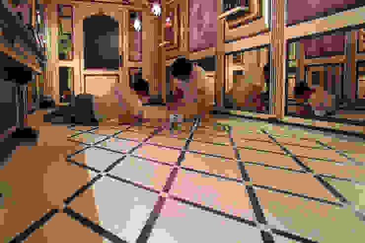 decorazione per un pavimento ligneo in un contesto commerciale Freedeko Pareti & PavimentiRivestimenti pareti & Pavimenti