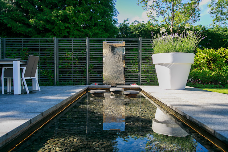Reflection Pool and Water Wall Modern garden by Barnes Walker Ltd Modern