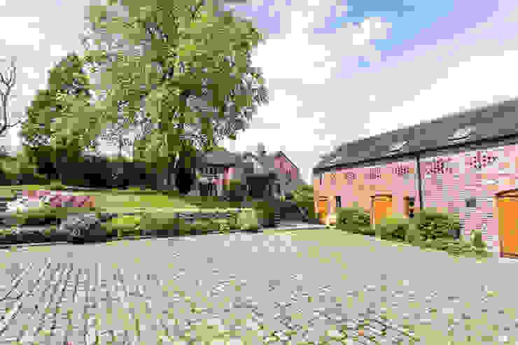 Driveway Rustic style garden by Barnes Walker Ltd Rustic