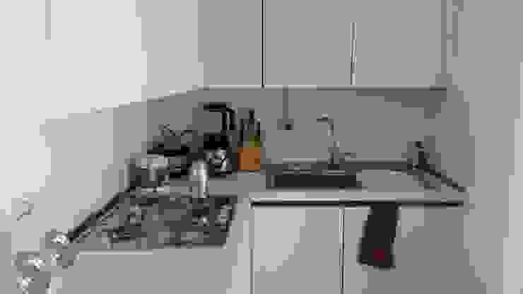DOPO: la cucina di sistemarredi di anna cavezzali Moderno