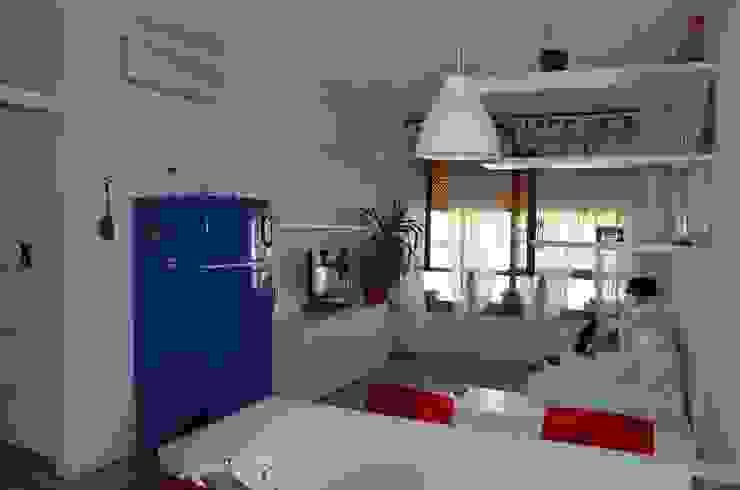 DOPO: il soggiorno di sistemarredi di anna cavezzali Moderno