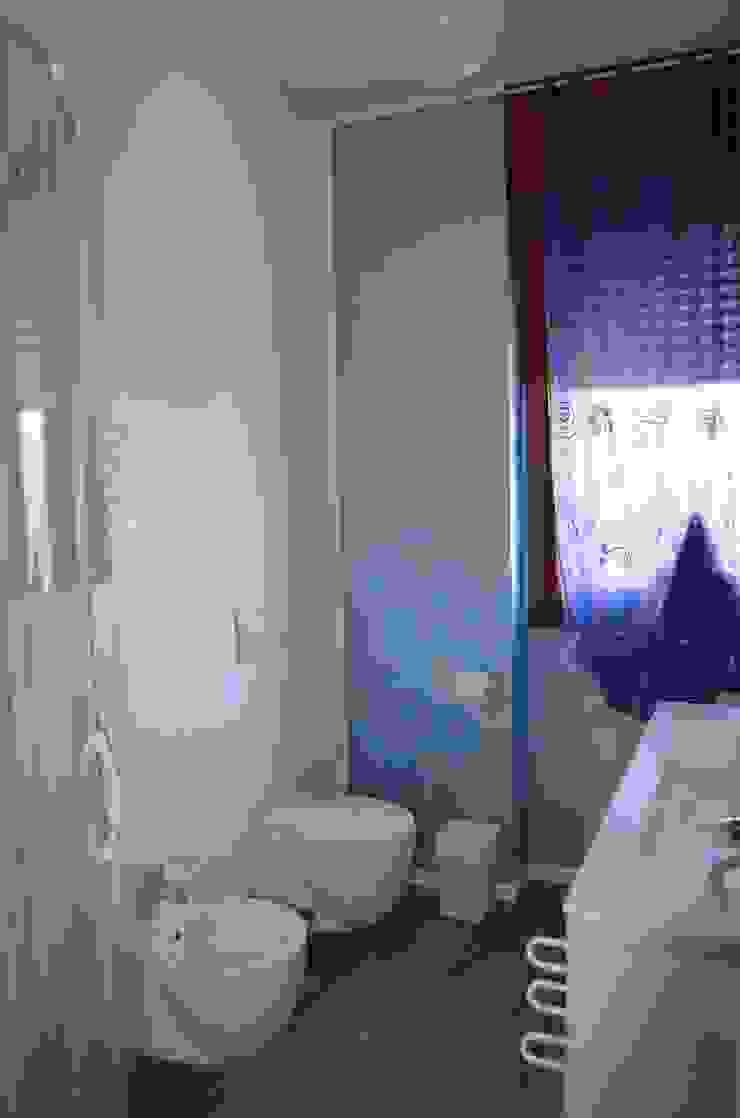 DOPO: ecco il bagno! di sistemarredi di anna cavezzali Moderno