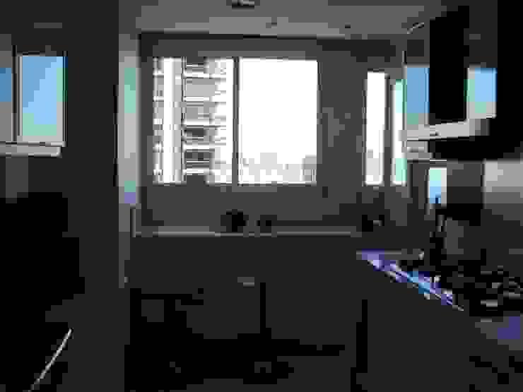 Modern kitchen by GUTMAN+LEHRER ARQUITECTAS Modern
