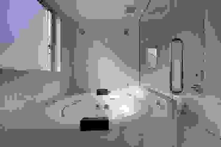 光庭の家 モダンスタイルの お風呂 の 株式会社FAR EAST [ファーイースト] モダン