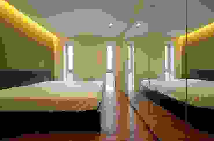光庭の家 モダンスタイルの寝室 の 株式会社FAR EAST [ファーイースト] モダン