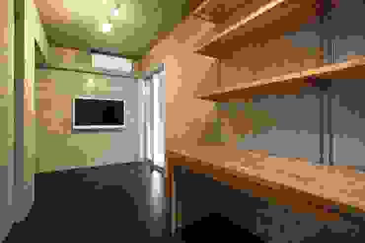 光庭の家 モダンデザインの 多目的室 の 株式会社FAR EAST [ファーイースト] モダン