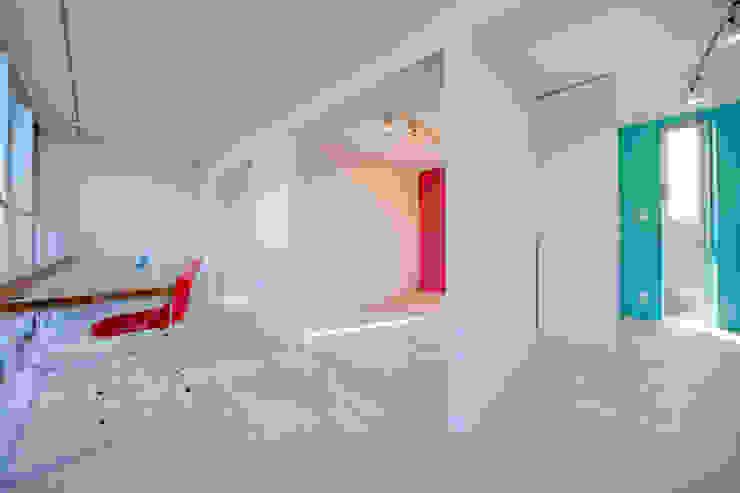 光庭の家 ミニマルデザインの 多目的室 の 株式会社FAR EAST [ファーイースト] ミニマル