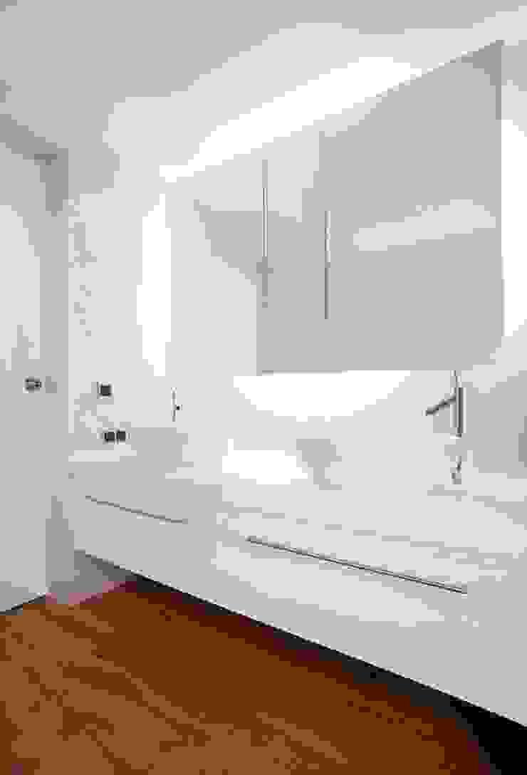 Łazienka Nowoczesna łazienka od KODO projekty i realizacje wnętrz Nowoczesny