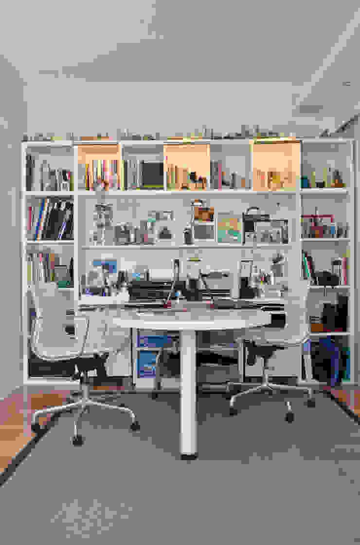 Bureau moderne par GUTMAN+LEHRER ARQUITECTAS Moderne