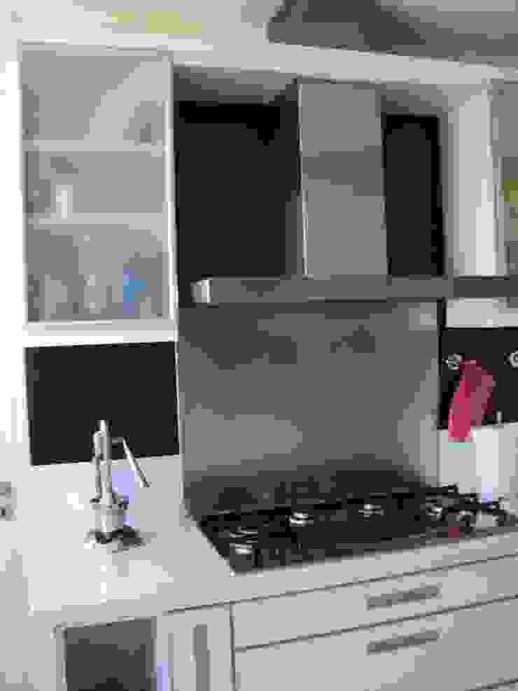 Piso en Retrio Moderne Küchen von GUTMAN+LEHRER ARQUITECTAS Modern