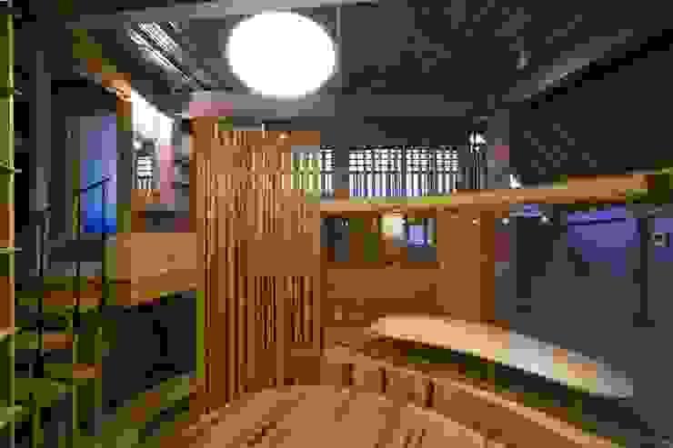 リビングを中心に配置された生活空間 オリジナルデザインの リビング の 一級建築士事務所 東島鋭建築設計工房 オリジナル