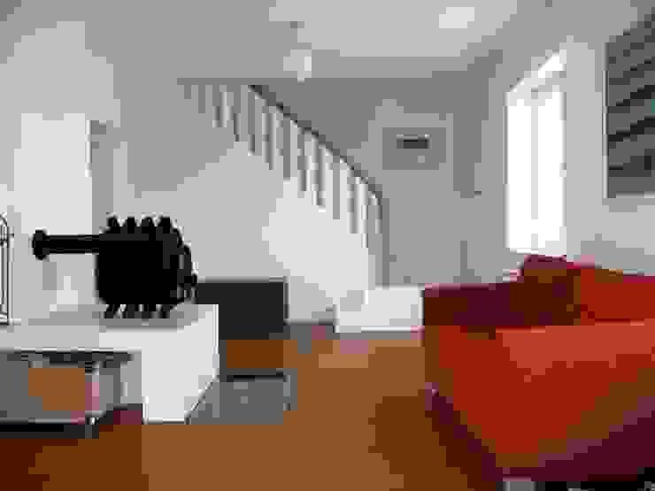 Treppe in das Obergeschoss Klassischer Flur, Diele & Treppenhaus von Schenning-Architekten Klassisch