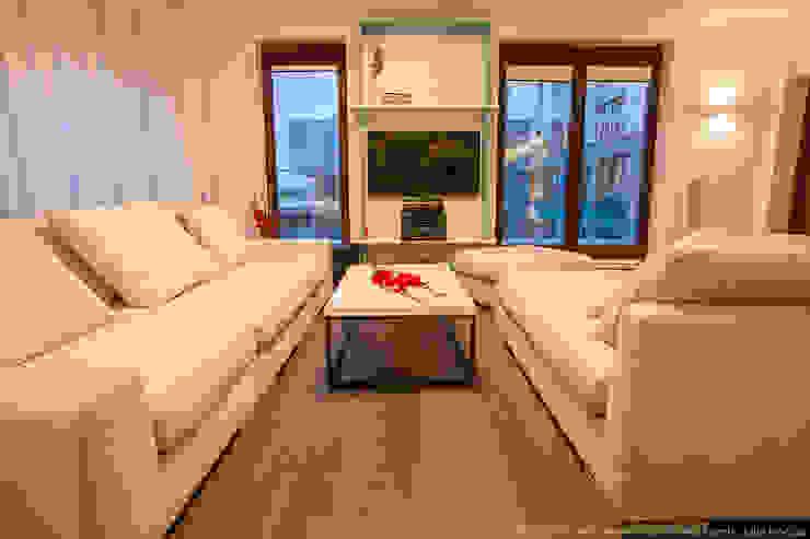 Living room by LEMUR Architekci, Modern