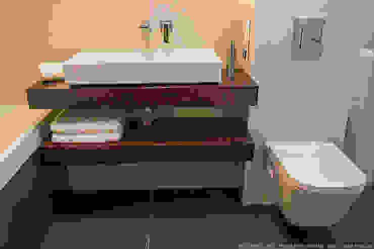 Banheiros modernos por LEMUR Architekci Moderno