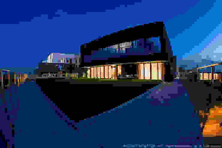 Casas modernas por LEMUR Architekci Moderno