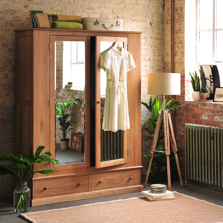 Appleby oak Wide Double Wardrobe:  Bedroom by The Cotswold Company
