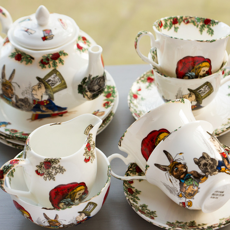 Alice In Wonderland Bone China Tea Set for 4 de The Alice Boutique Clásico