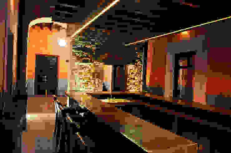 Alameda 402 Locaciones para eventos de estilo ecléctico de Taller Habitat Arquitectos Ecléctico
