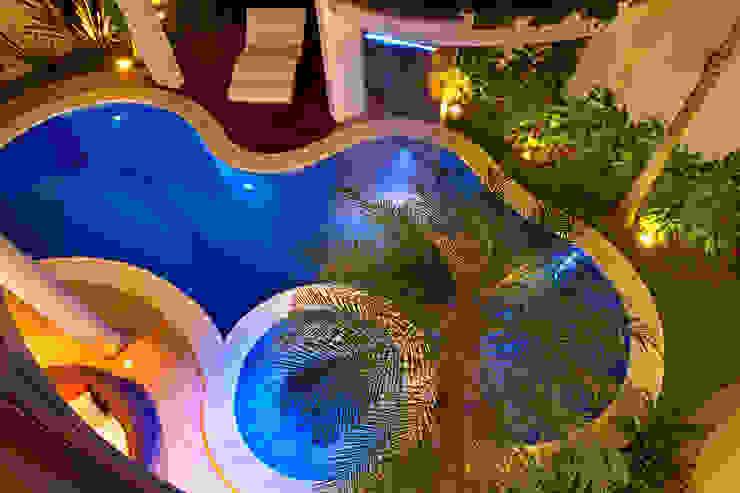 Casa Porto Seguro Piscinas modernas por Arquiteto Aquiles Nícolas Kílaris Moderno
