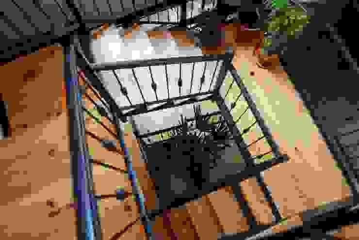 Corredores, halls e escadas ecléticos por Parrado Arquitectura Eclético