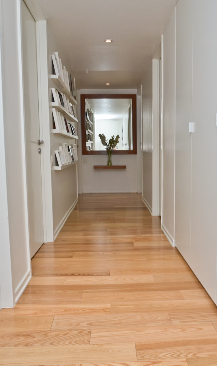 Couloir, entrée, escaliers modernes par GUTMAN+LEHRER ARQUITECTAS Moderne