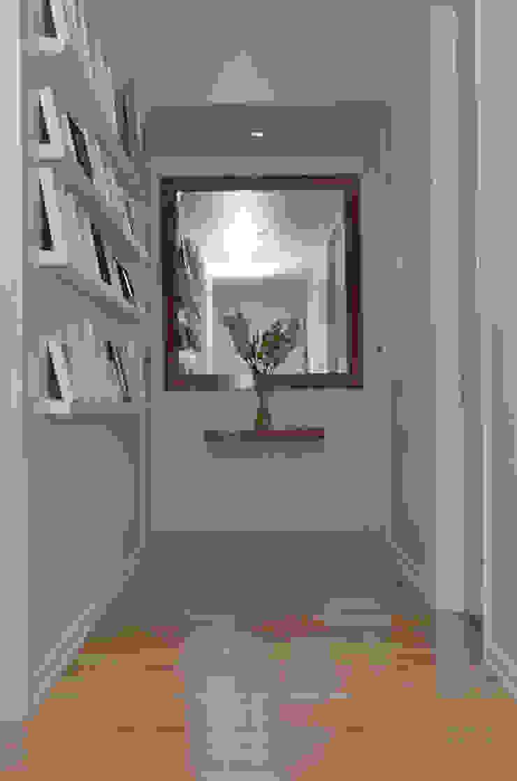 ห้องโถงทางเดินและบันไดสมัยใหม่ โดย GUTMAN+LEHRER ARQUITECTAS โมเดิร์น