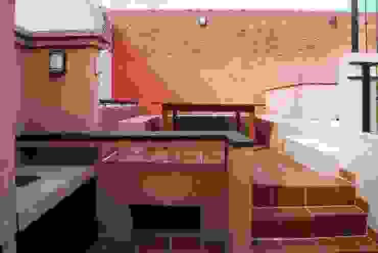 Балконы и веранды в эклектичном стиле от Parrado Arquitectura Эклектичный