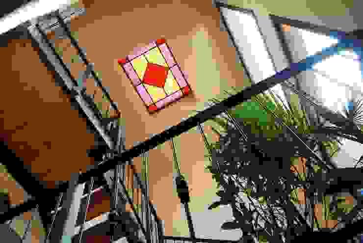 escalera Pasillos, vestíbulos y escaleras de estilo ecléctico de Parrado Arquitectura Ecléctico