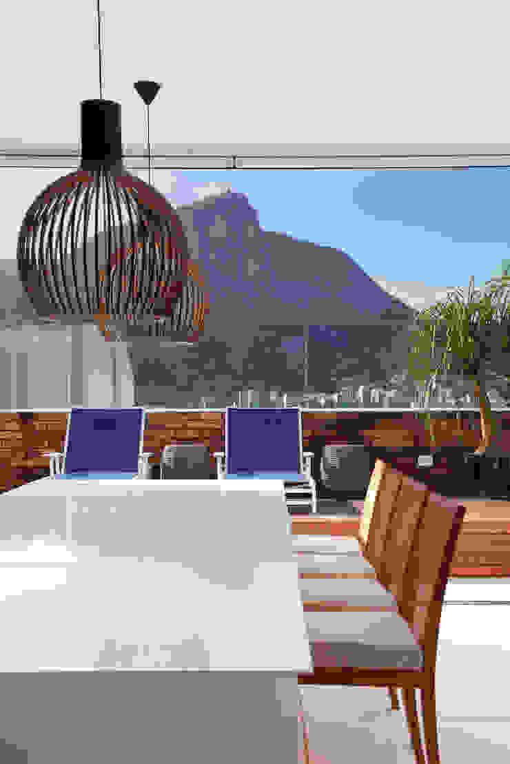 Mediterranean style dining room by Yamagata Arquitetura Mediterranean