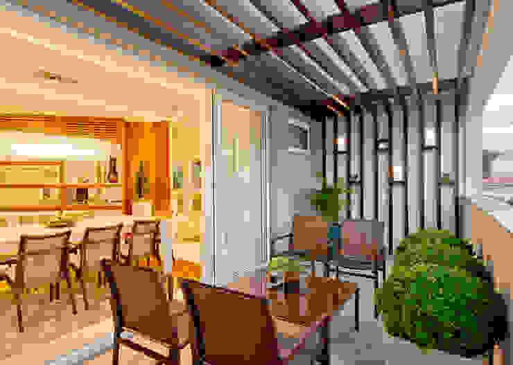 Balcones y terrazas modernos de Espaço do Traço arquitetura Moderno