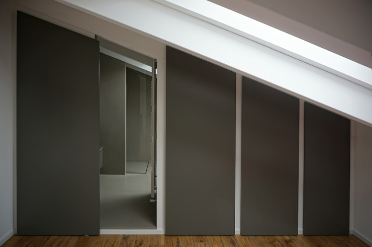 Accesso bagno Bagno moderno di Plus Concept Studio Moderno