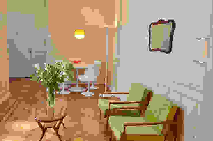 现代客厅設計點子、靈感 & 圖片 根據 GUTMAN+LEHRER ARQUITECTAS 現代風