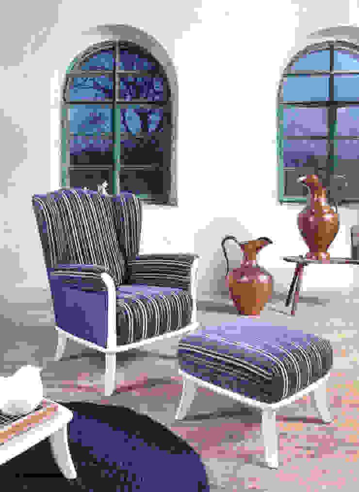 Fotel i pufa Ushak Klasyczny salon od Swarzędz Home Klasyczny