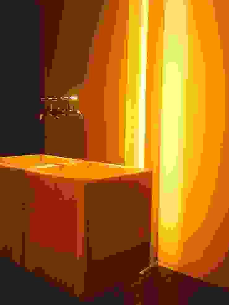 by Flavia Lucas & Adriana Esteves - Arquitetura Minimalist