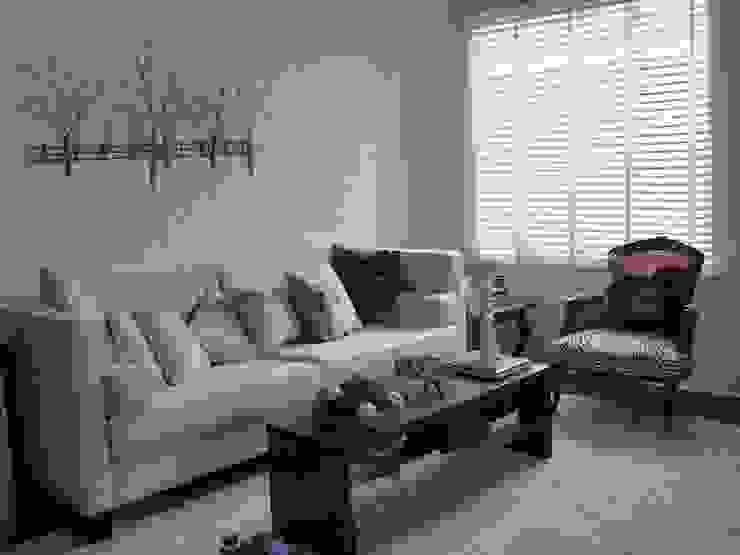 Produção Living - residência em condomínio por E|F DESIGN.INTERIORES.PAISAGISMO Moderno