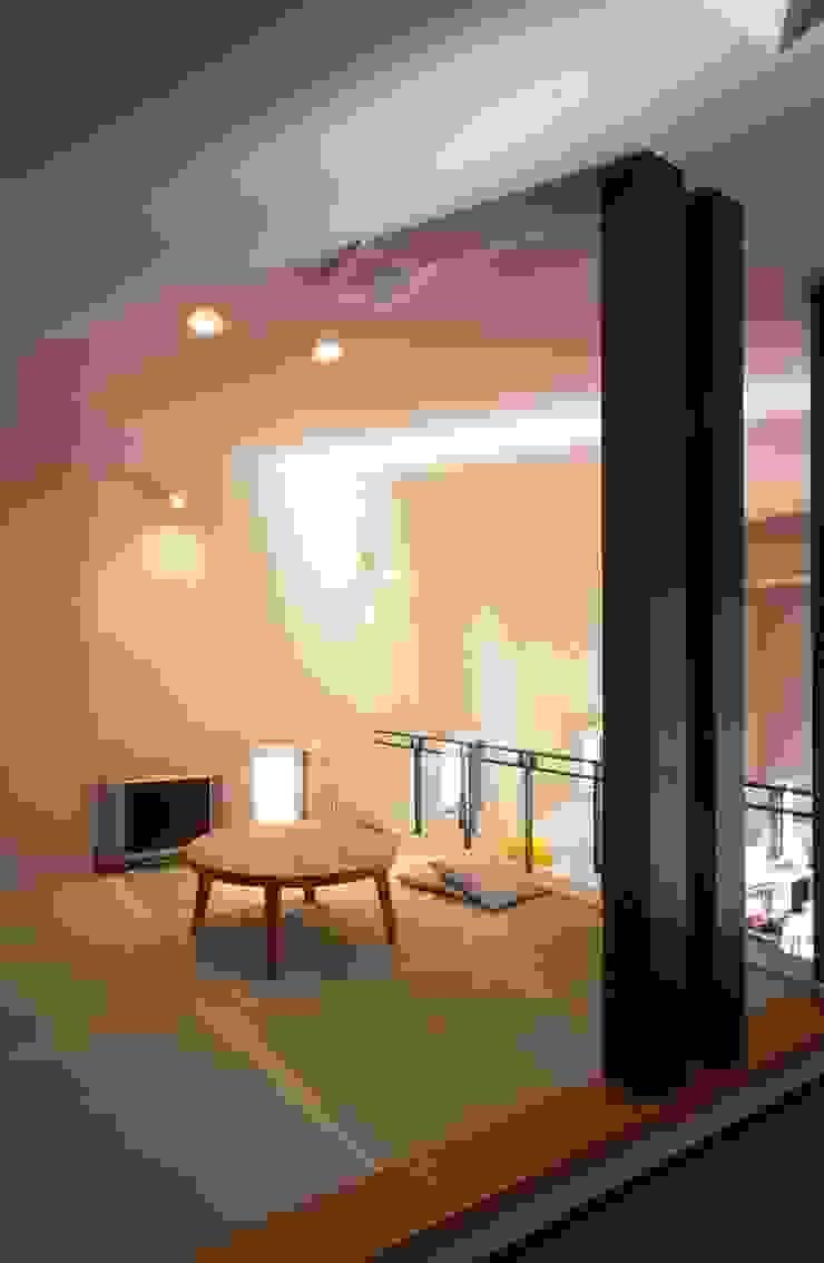 畳コーナー モダンデザインの リビング の MA設計室 モダン