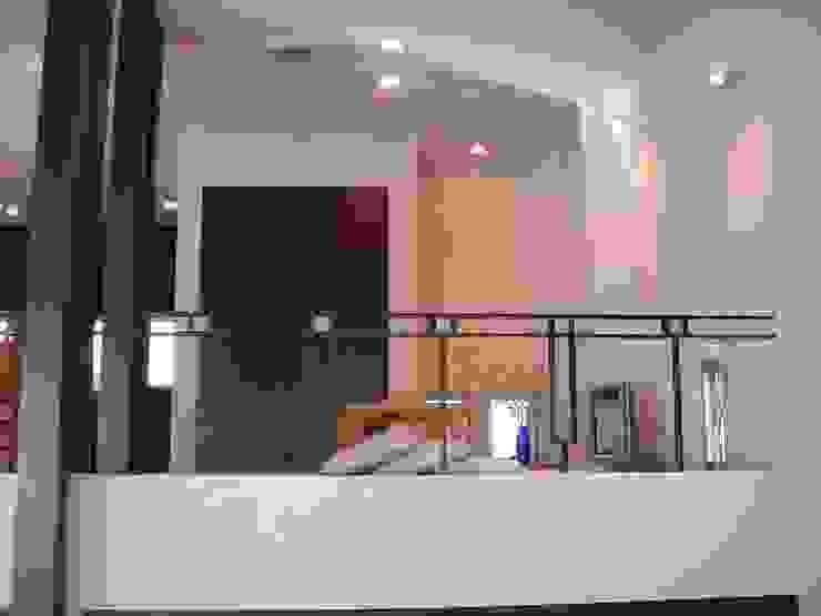リビング~畳コーナー モダンデザインの リビング の MA設計室 モダン
