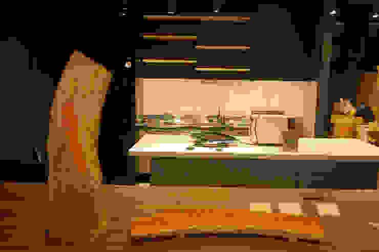 참죽나무 메뉴보드과 빵도마: 플레전트빌 (Pleasant Ville)의 현대 ,모던