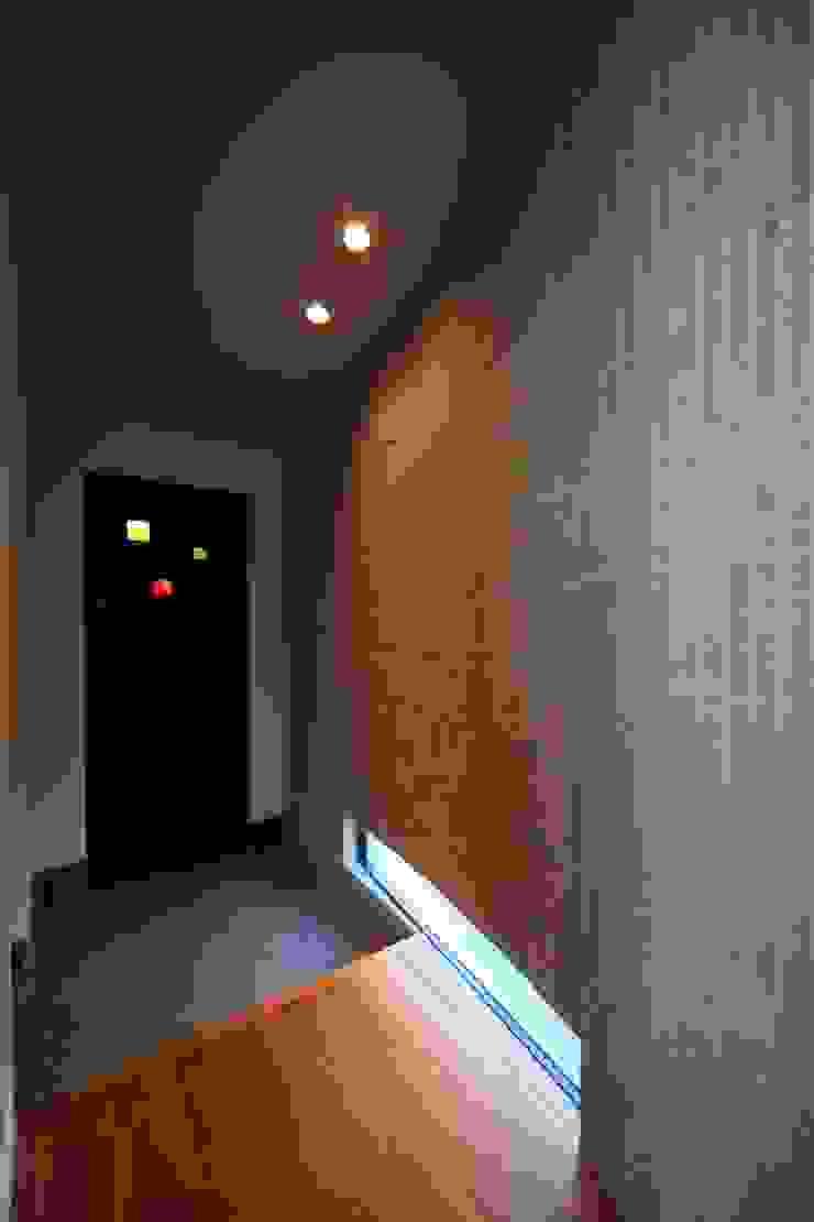玄関 オリジナルな 家 の MA設計室 オリジナル