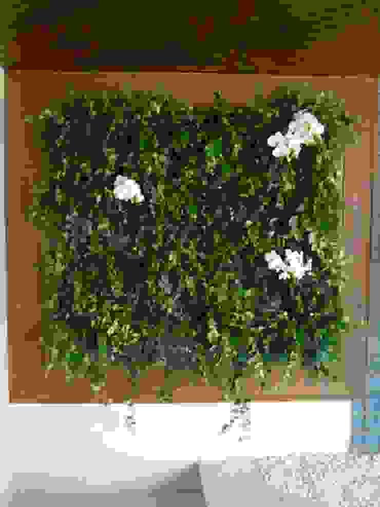 Painel Verde - varanda apartamento por E|F DESIGN.INTERIORES.PAISAGISMO Minimalista