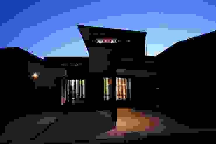 夕景 モダンな 家 の MA設計室 モダン