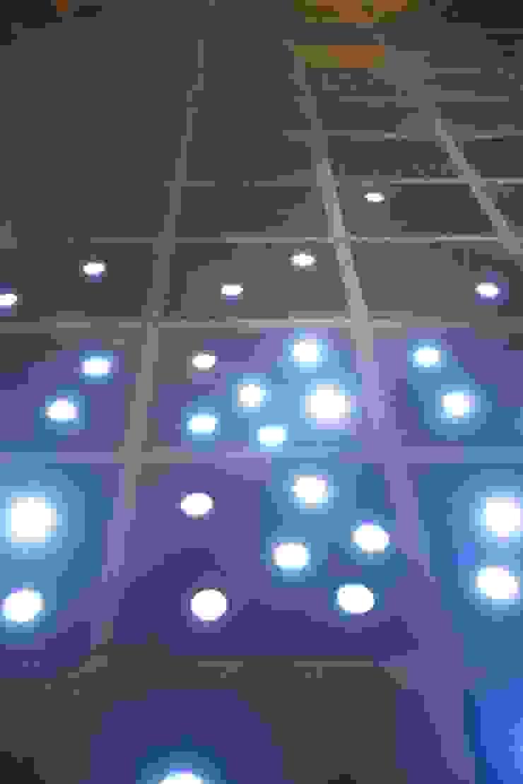 LEDを嵌め込んだオリジナルタイル オリジナルな 壁&床 の MA設計室 オリジナル